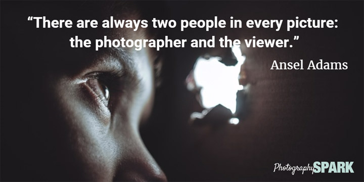 dvoje je ljudi na svakoj fotografiji, fotograf i posmatrač
