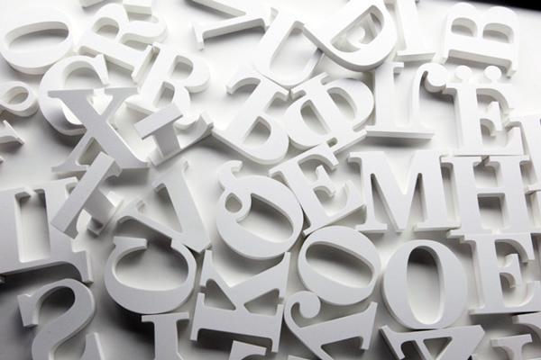 Slova od stiropora za dekoraciju i reklame